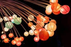 Lampade della carta di colore di bellezza alla notte Fotografie Stock
