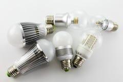 Lampade di E27 LED con una tecnologia differente dei chip Fotografie Stock