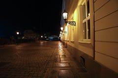 Lampade di illuminazione di via di notte fotografie stock libere da diritti