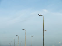 Lampade di via state allineate Immagini Stock