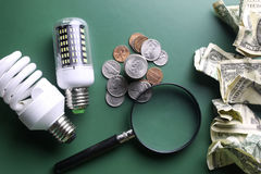 Lampade e soldi differenti Fotografia Stock Libera da Diritti