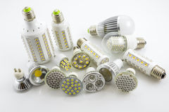 Lampade GU10 e E27 del LED con una tecnologia differente anche co del chip Fotografia Stock