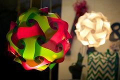 Lampade nella finestra del negozio Fotografia Stock