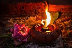 Lampade a olio che splendono nella notte Fotografie Stock Libere da Diritti