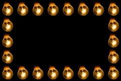 Lampade su un fondo nero con luce gialla Pagina delle lampadine Spazio libero per testo immagine stock
