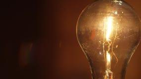 Lampadina bassa della luce a incandescenza di watt archivi video