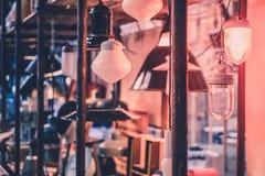 Lampadina brillante nel magazzino d'annata Immagine Stock Libera da Diritti