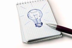 Lampadina di disegno con la penna Fotografie Stock