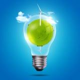 Lampadina di Eco del mulino a vento e del globo verde Immagini Stock Libere da Diritti