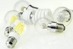 Lampadina di Eco E27 con differenti chip del LED e La fluorescente compatta Fotografia Stock