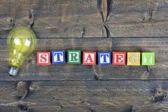 Lampadina e strategia di parola Immagini Stock