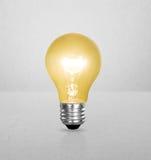 Lampadina economizzatrice d'energia illustrazione di stock