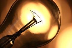 Lampadina elettrica incandescente Fotografie Stock Libere da Diritti