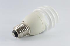 Lampadina fluorescente economizzatrice d'energia su bakground bianco Immagini Stock