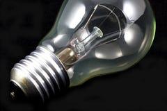 Lampadina incandescente sul nero Fotografia Stock Libera da Diritti