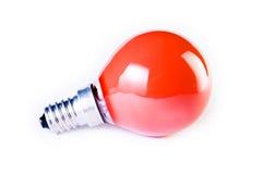 Lampadina rossa su priorità bassa bianca Fotografie Stock