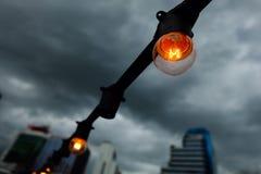 Lampadina sotto la nuvola di pioggia Fotografia Stock Libera da Diritti