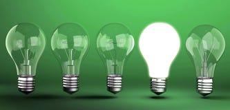 Lampadina su fondo verde Immagini Stock Libere da Diritti
