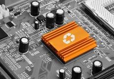 Lampadina sul chip di computer - concetto di tecnologia Fotografie Stock Libere da Diritti