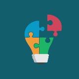 Lampadina variopinta che consiste dei pezzi di puzzle isolati Idea, affare, soluzione, lavoro, comprensione, concetto di lampo di Fotografie Stock