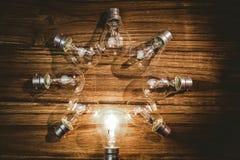 Lampadine che formano struttura Fotografie Stock