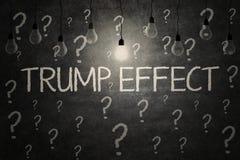 Lampadine con la parola di effetto di Trump Fotografia Stock