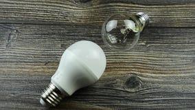 Lampadine del LED, lampadina incandescente, lampadina economizzatrice d'energia archivi video