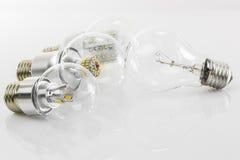Lampadine E27 del LED e lampadina classica del tungsteno Immagini Stock