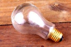 Lampadine sui precedenti di legno Fotografia Stock Libera da Diritti