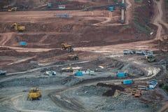 Lampang,泰国, - 11月2,2015 :在褐煤o的挖掘机 库存图片
