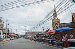 LAMPANG, ТАИЛАНД 17-ое апреля: Рынок 17,2017 -го страны апрель на виске Сан Luang, Таиланде Стоковое фото RF