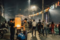 LAMPANG, TAILÂNDIA - o 22 de novembro de 2018: Os povos participam foto de stock royalty free
