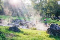 LAMPANG, TAILANDIA - el 1 de diciembre de 2018: Aguas termales del parque nacional de Chae Son imágenes de archivo libres de regalías