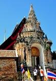 Lampang, Thaïlande : Entrée à Wat Phra qui Lampang Photographie stock libre de droits