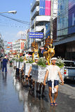 LAMPANG, THAILAND - 13. APRIL 2011: Prozession Salung Luang und Songkran-Festival in Lampang-Provinz Nord von Thailand Lizenzfreie Stockfotos