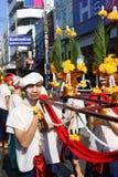 LAMPANG THAILAND - 13 APRIL 2011: Salung Luang procession och Songkran festival i det Lampang landskapet som är nordligt av Thail Arkivfoton