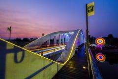 LAMPANG THAILAND - 2017 Mars 21: Den 100. årsdagRatchadapisek bron eller den vita bron Lampang Thailand Arkivbild