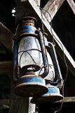 Lampe à pétrole accrochante antique Photographie stock