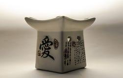 Lampe à pétrole aromatique japonaise sur le fond blanc Photo libre de droits