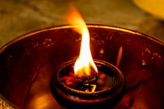 Lampe à pétrole de flamme photographie stock libre de droits