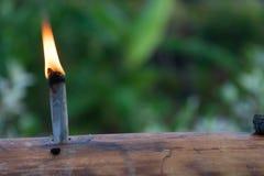 Lampe à pétrole malaise de tradition faite à partir du bambou pendant le fitri d'Eidul photo libre de droits