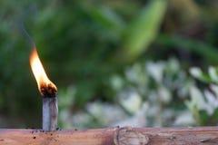 Lampe à pétrole malaise de tradition faite à partir du bambou pendant le fitri d'Eidul photographie stock