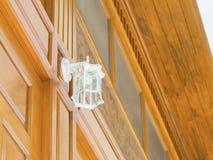Lampe électrique décorative installée verticalement Image libre de droits