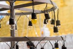 Lampe électrique jaune, Thaïlande Photographie stock