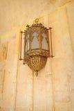 Lampe arabe de style sur le mur Images libres de droits