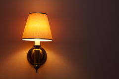 Lampe auf der Wand Lizenzfreie Stockbilder