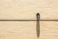 Lampe auf der Wand Stockfotografie