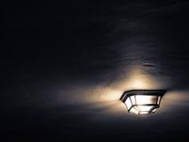 Lampe auf einer Decke Lizenzfreie Stockfotos