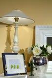 Lampe auf Schreibtisch Lizenzfreies Stockbild