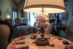 Lampe avec des roses Photographie stock libre de droits